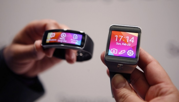 Samsung Gear Fit vs Gear 2