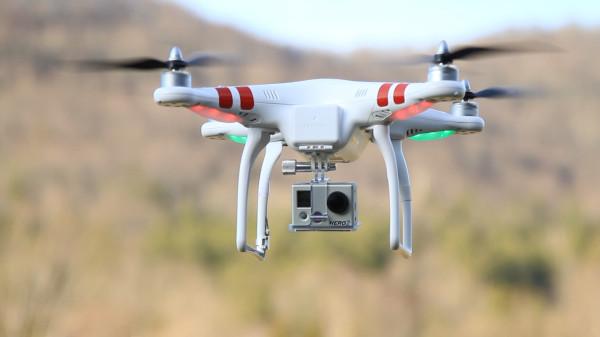 DJI Phantom vs AR Drone
